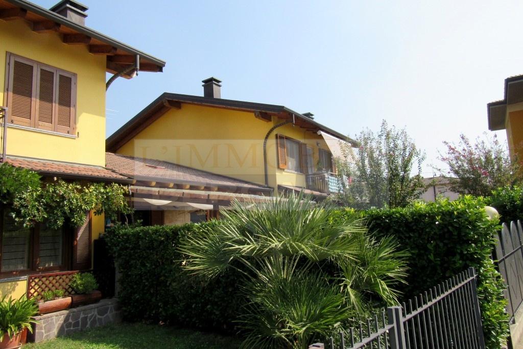 Appartamento in ottime condizioni in vendita Rif. 12091949
