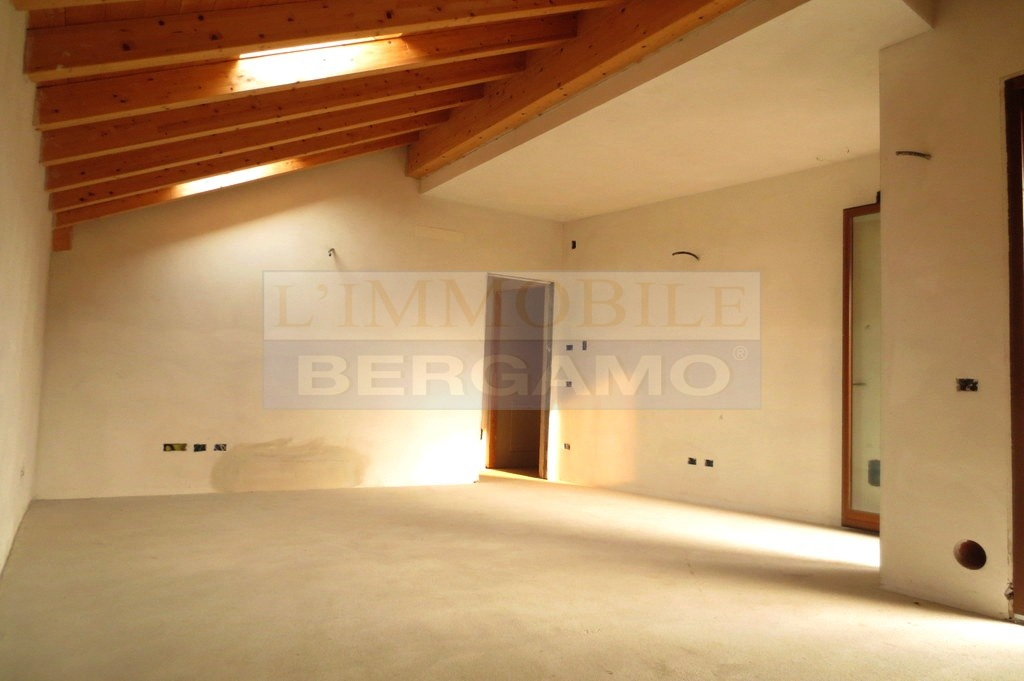 Appartamento trilocale in vendita a Calcinate (BG)