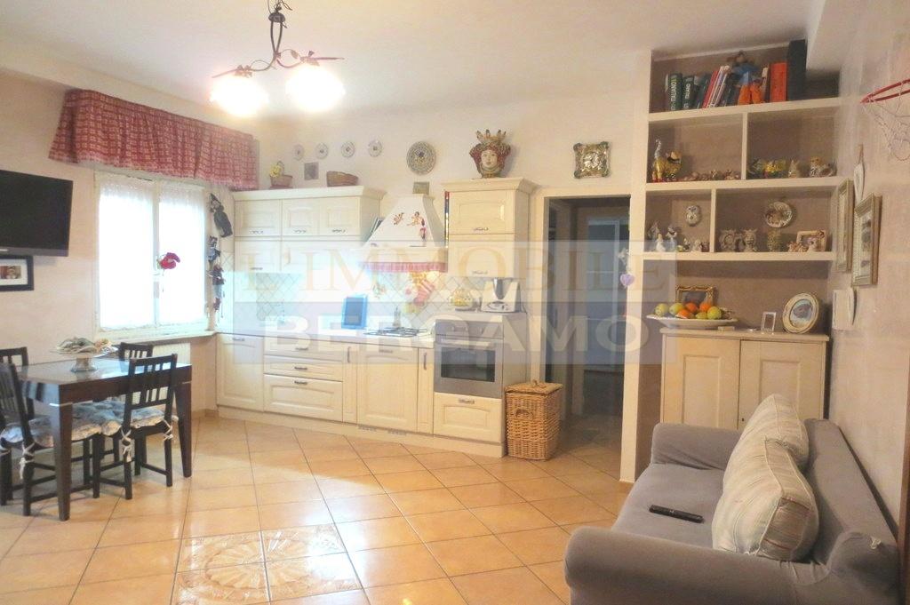 Appartamento in vendita a Ranica, 3 locali, prezzo € 107.000 | PortaleAgenzieImmobiliari.it