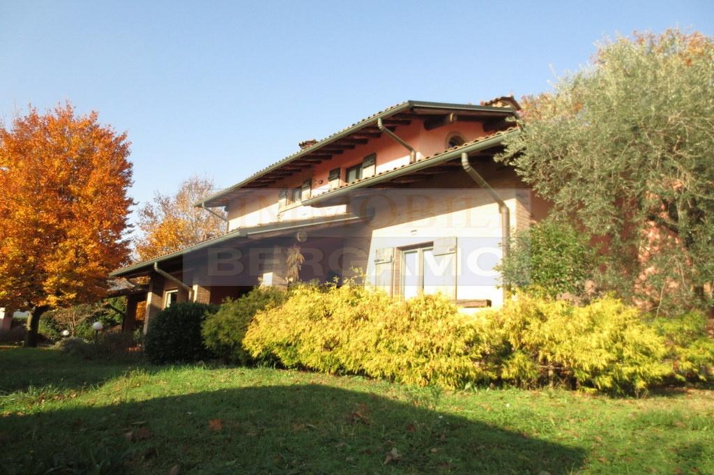 Villa in vendita a Levate, 6 locali, prezzo € 485.000 | PortaleAgenzieImmobiliari.it