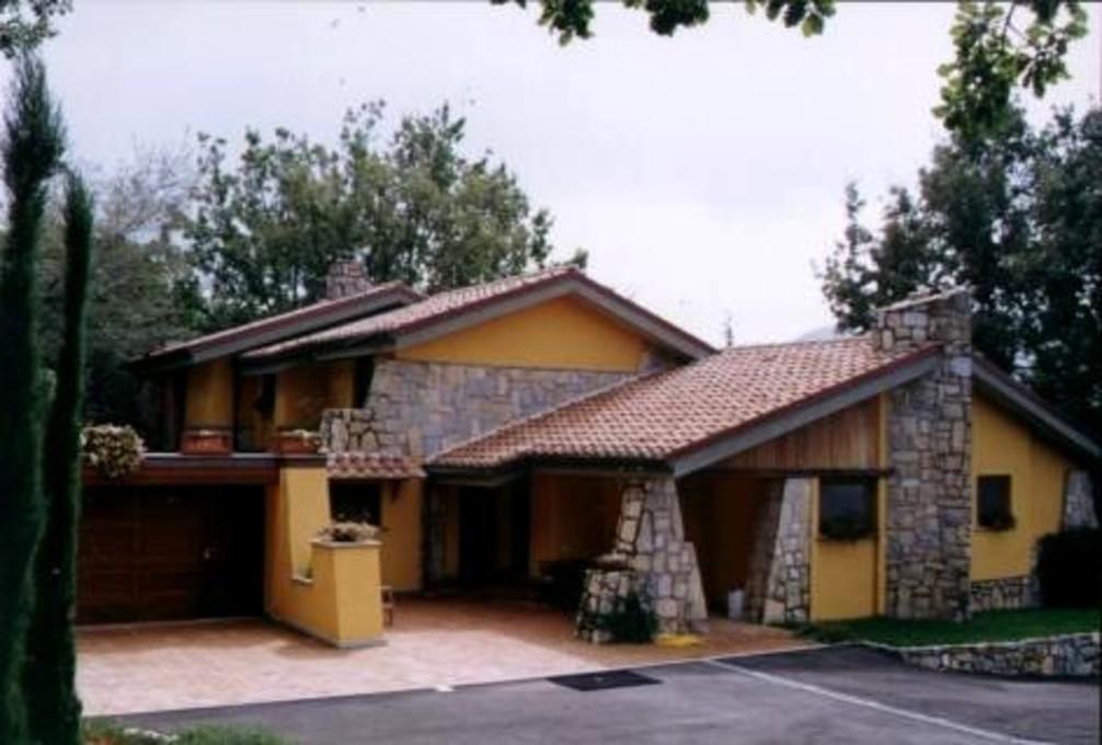 Villa in vendita a Poli, 8 locali, prezzo € 550.000 | CambioCasa.it