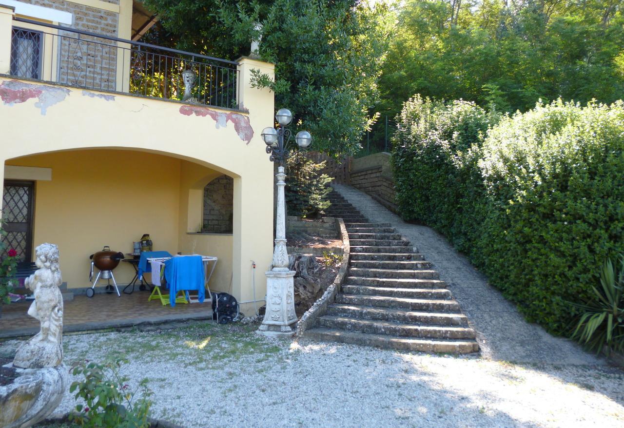 Villa in vendita a Morlupo, 16 locali, prezzo € 450.000 | CambioCasa.it