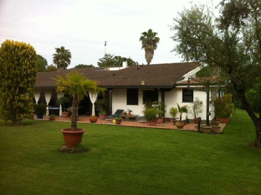 Villa con giardino affitto a roma - Casa con giardino roma ...