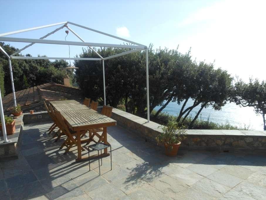 Palazzo / Stabile in vendita a Monte Argentario, 12 locali, Trattative riservate | CambioCasa.it