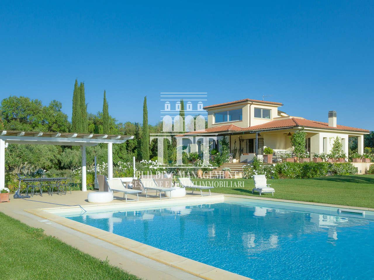 Villa in vendita a Montalto di Castro, 13 locali, Trattative riservate | CambioCasa.it