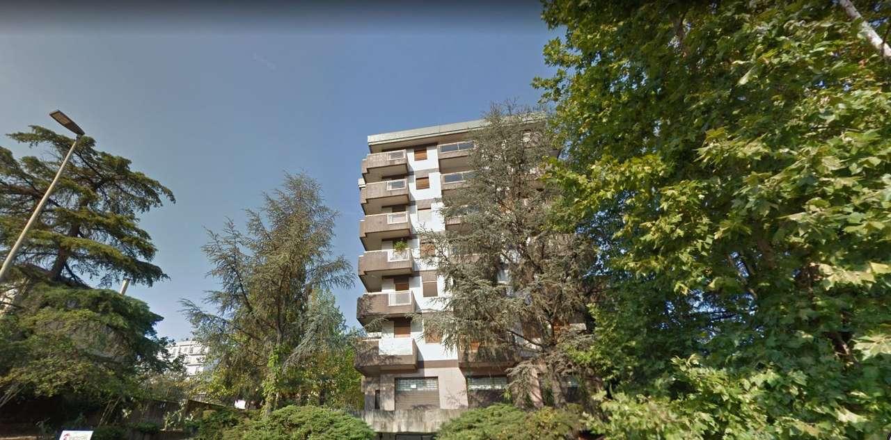 Appartamento in ottime condizioni arredato in vendita Rif. 9833824