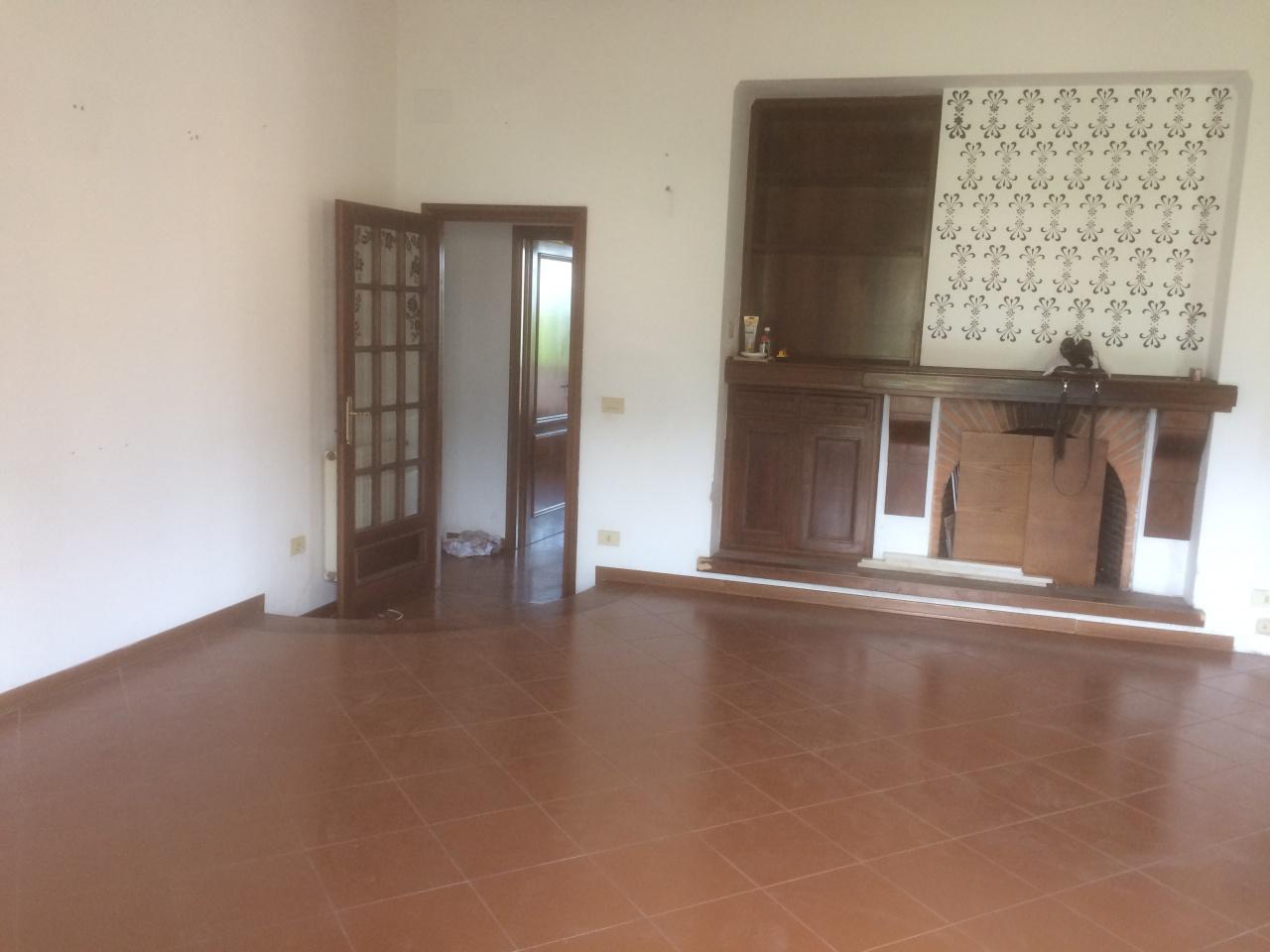 Appartamento da ristrutturare in vendita Rif. 10090036