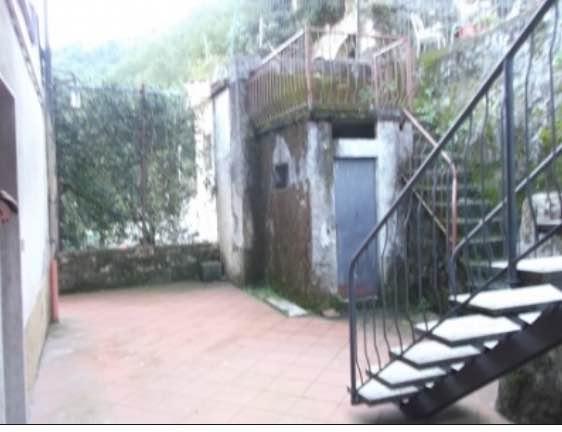 Appartamento in vendita a Bagni di Lucca, 4 locali, prezzo € 43.000 | CambioCasa.it