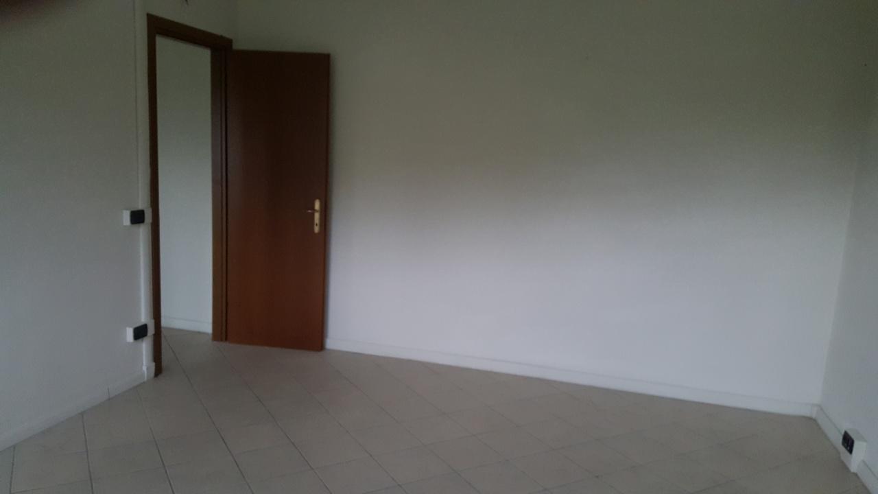 Ufficio / Studio in vendita a Capannori, 4 locali, prezzo € 121.500 | CambioCasa.it