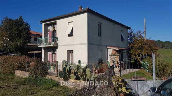Rustico / Casale in buone condizioni in vendita Rif. 5881382