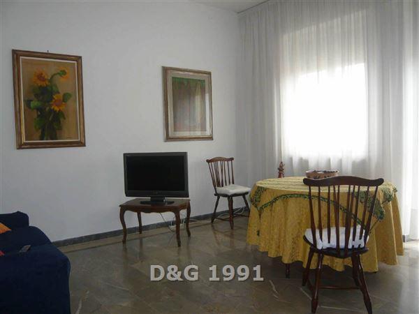 Appartamento in buone condizioni arredato in affitto Rif. 9006993
