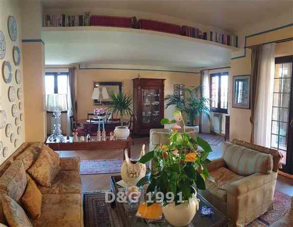 Appartamento in ottime condizioni in vendita Rif. 10070140