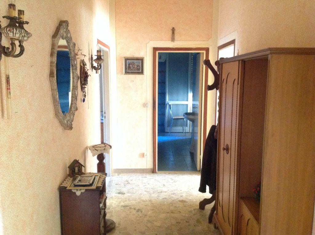 Appartamento in vendita a Loro Ciuffenna, 3 locali, prezzo € 95.000 | CambioCasa.it