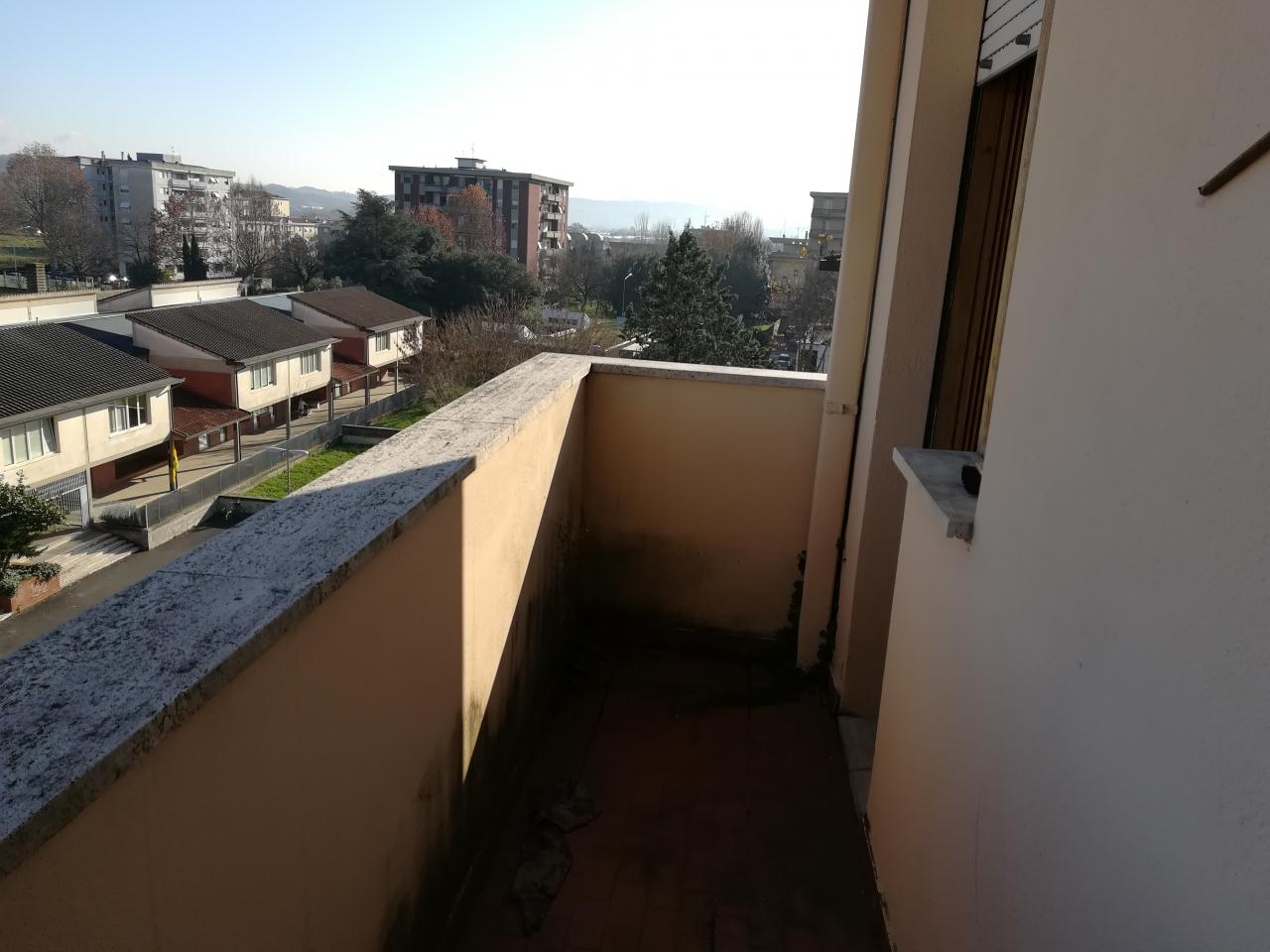 Appartamento in vendita a Montevarchi, 4 locali, prezzo € 135.000 | CambioCasa.it