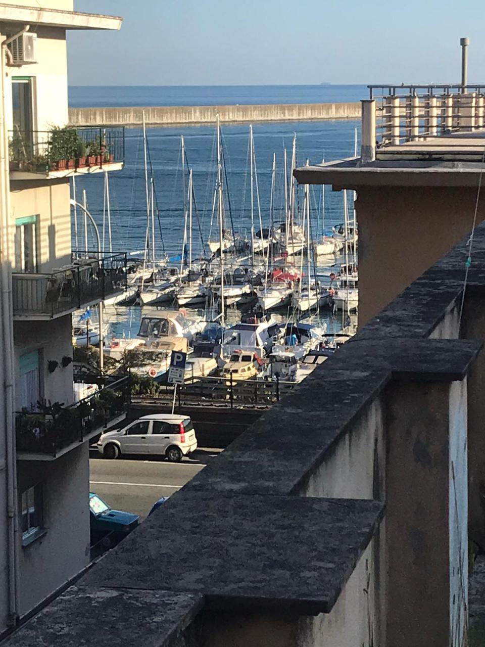 Appartamento in vendita a Genova, 7 locali, prezzo € 195.000 | PortaleAgenzieImmobiliari.it