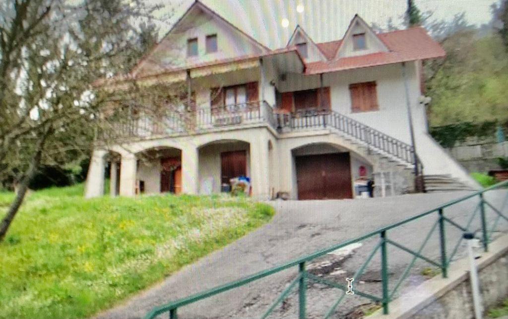 Villa in vendita a Savignone, 14 locali, prezzo € 250.000   PortaleAgenzieImmobiliari.it