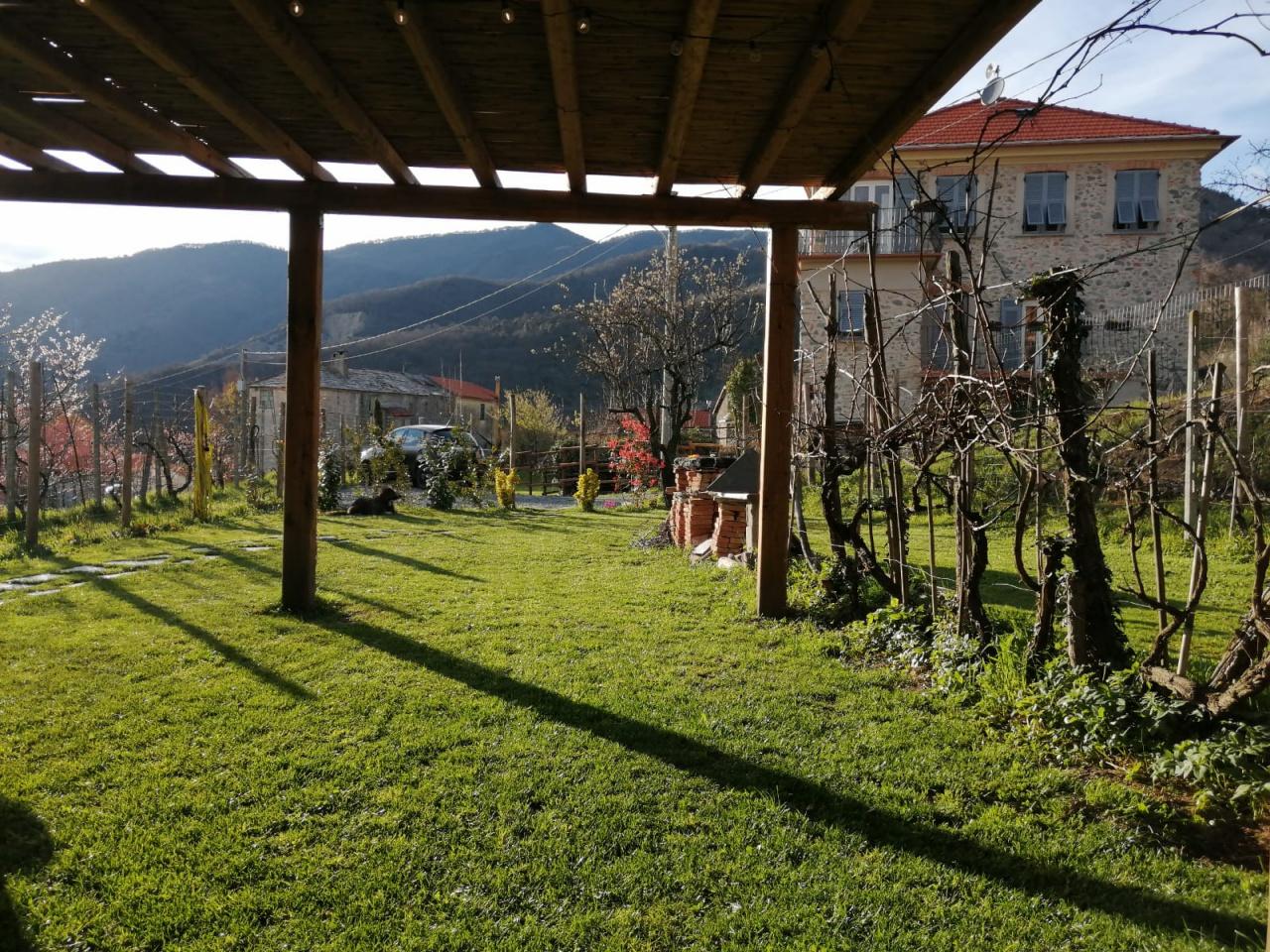 Casale in vendita a Stella (SV)
