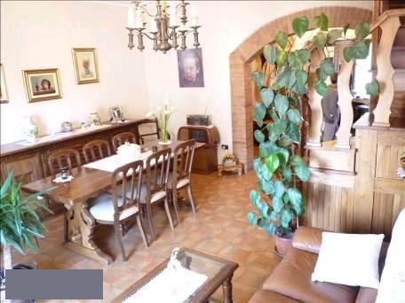 Appartamento in vendita a Buonconvento, 7 locali, prezzo € 220.000   CambioCasa.it