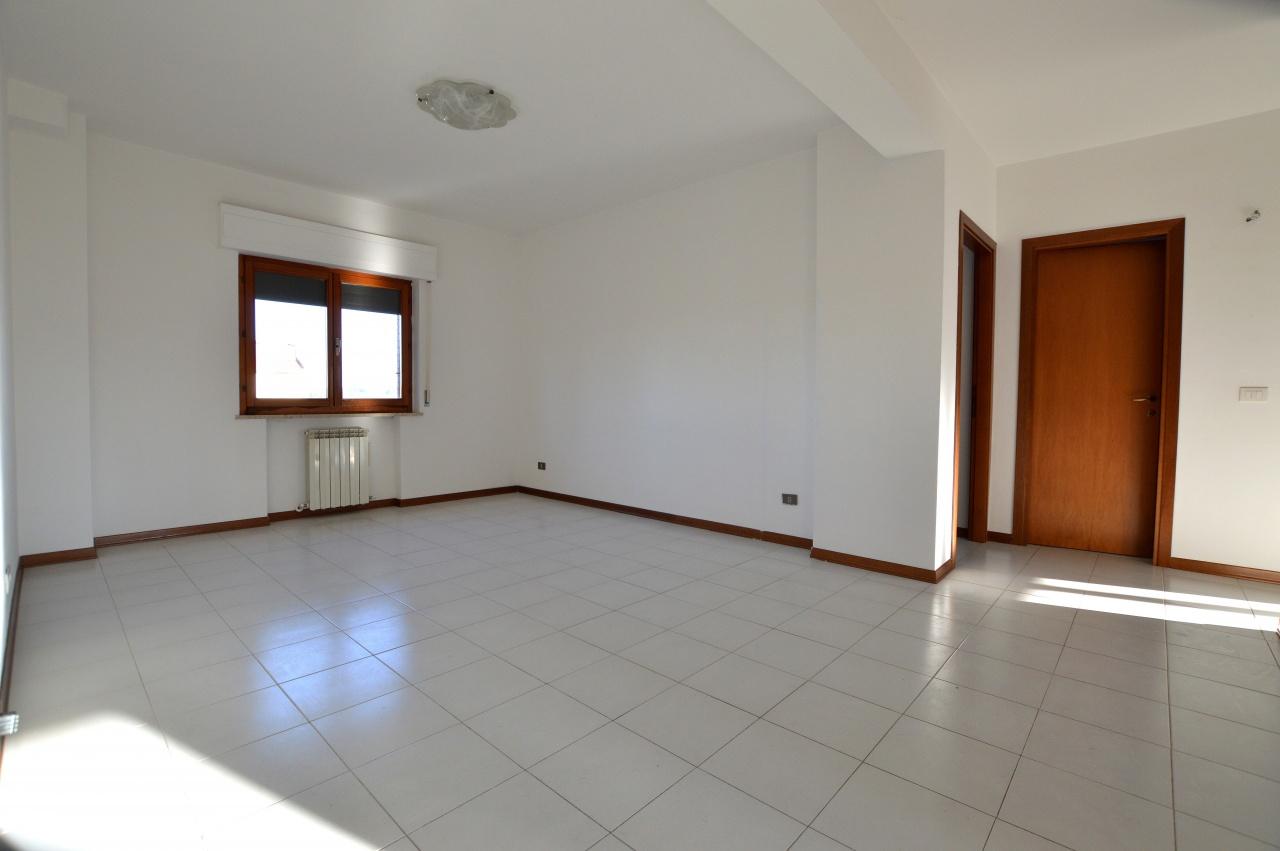 Appartamento in buone condizioni in vendita Rif. 8195508