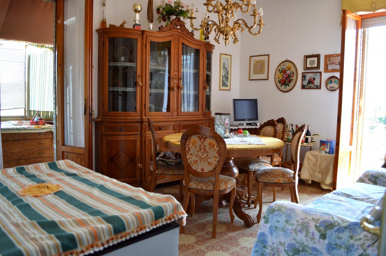 Appartamento in buone condizioni in vendita Rif. 9571140