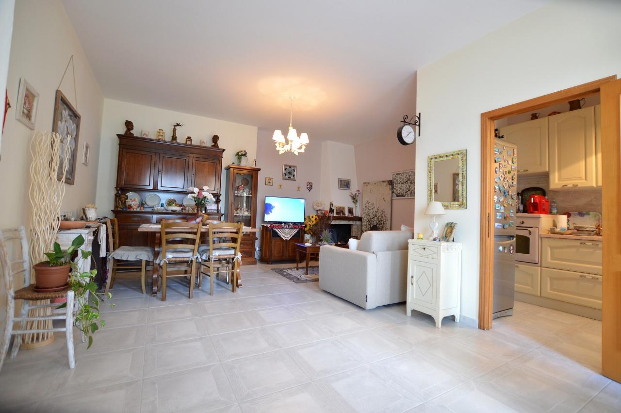Appartamento in ottime condizioni in vendita Rif. 7052160