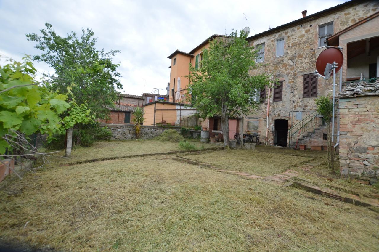 Appartamento in vendita a Murlo, 12 locali, prezzo € 350.000 | CambioCasa.it