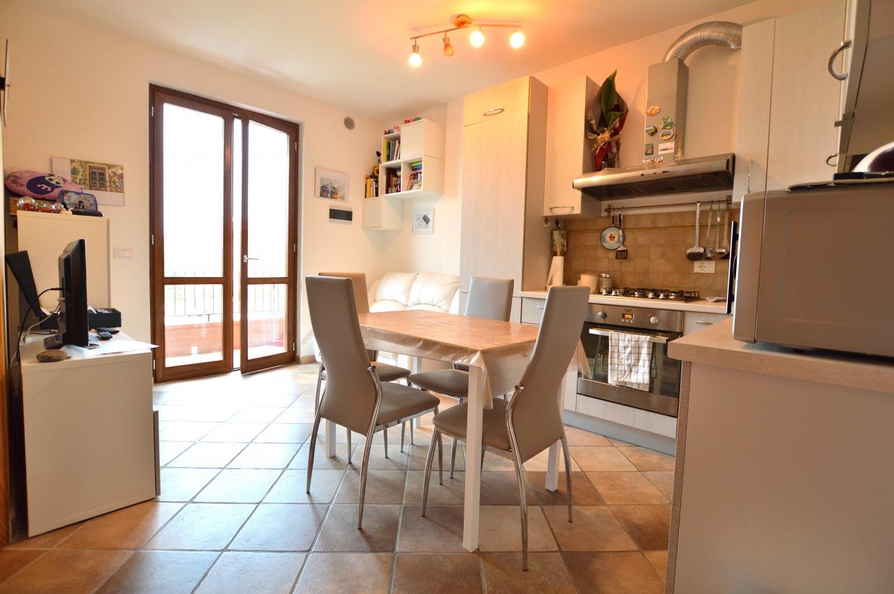 Appartamento in ottime condizioni in vendita Rif. 7458222