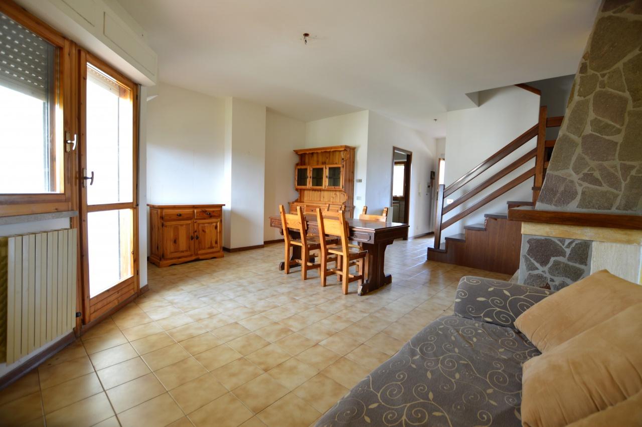 Appartamento in buone condizioni in vendita Rif. 7501018