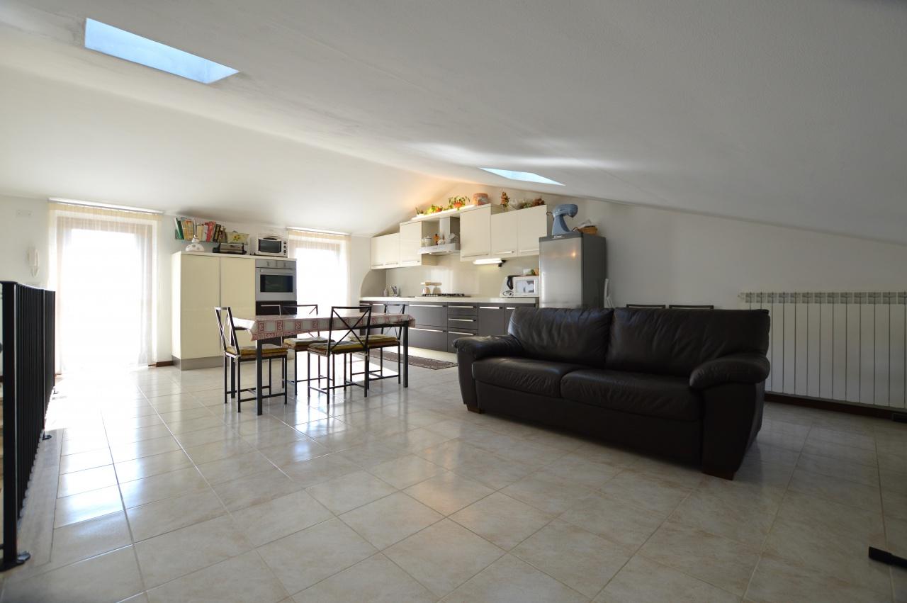 Appartamento in ottime condizioni in vendita Rif. 8251069