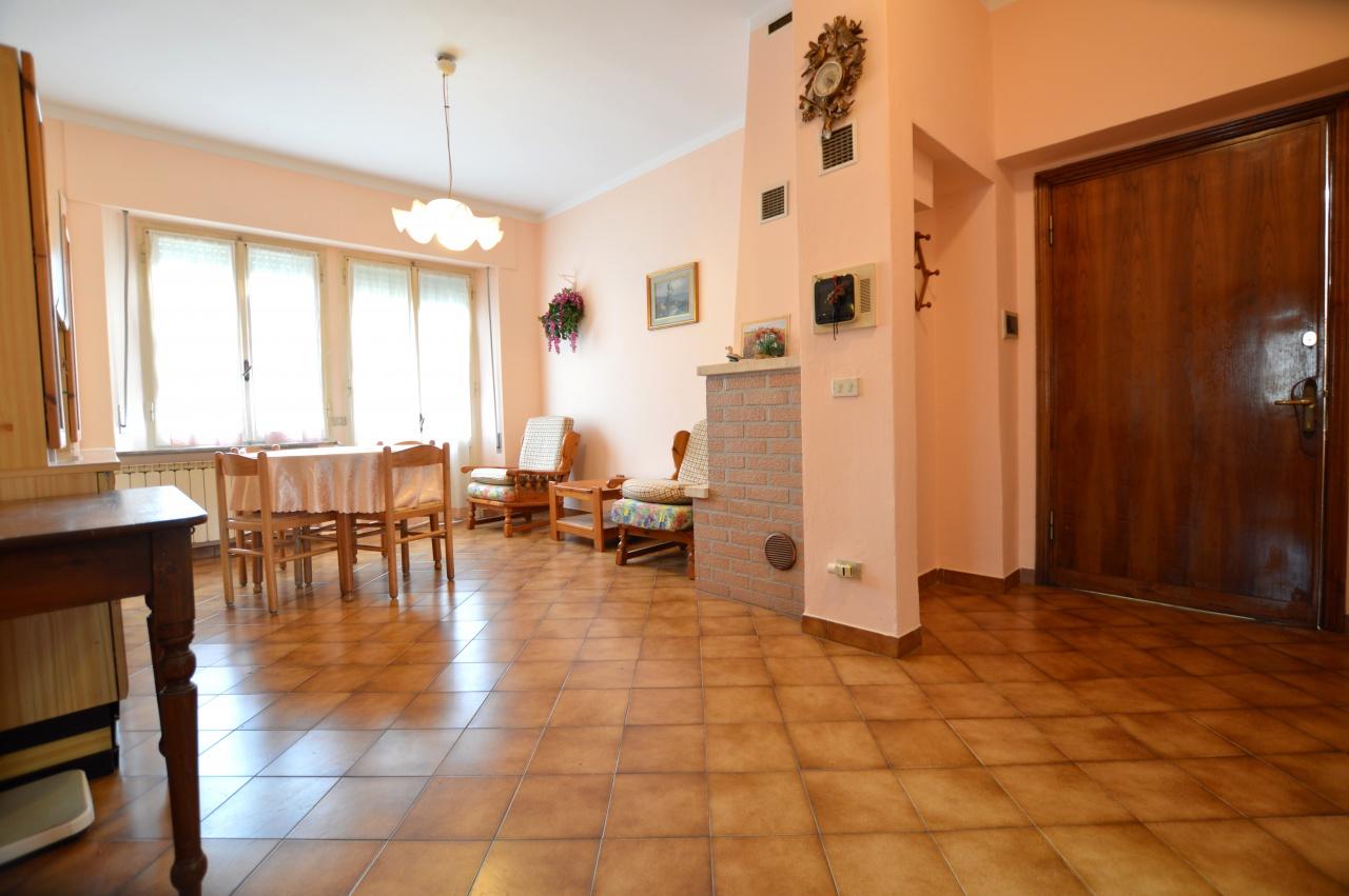 Appartamento in buone condizioni in vendita Rif. 8601370
