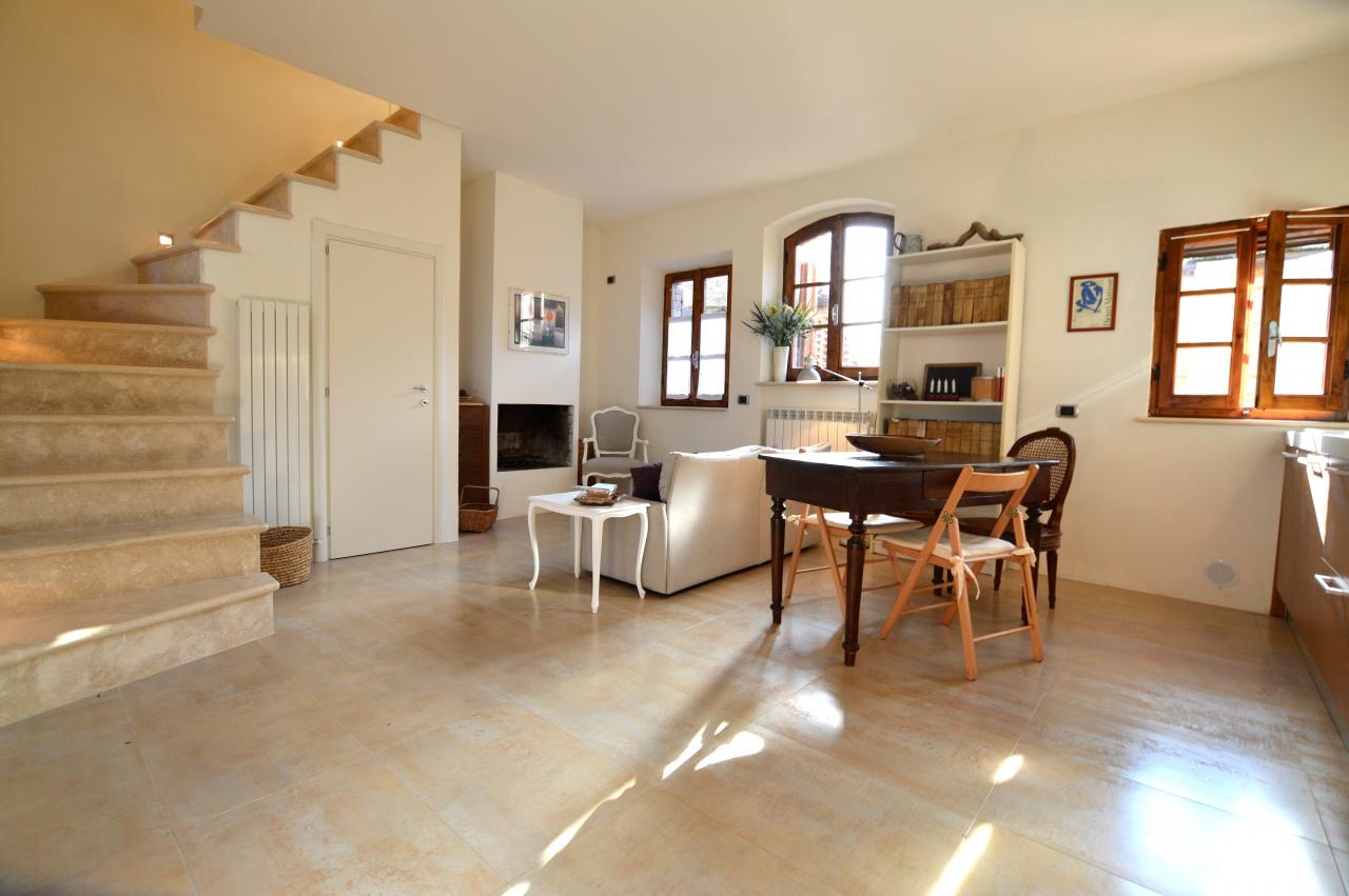 Appartamento in ottime condizioni in vendita Rif. 8891451