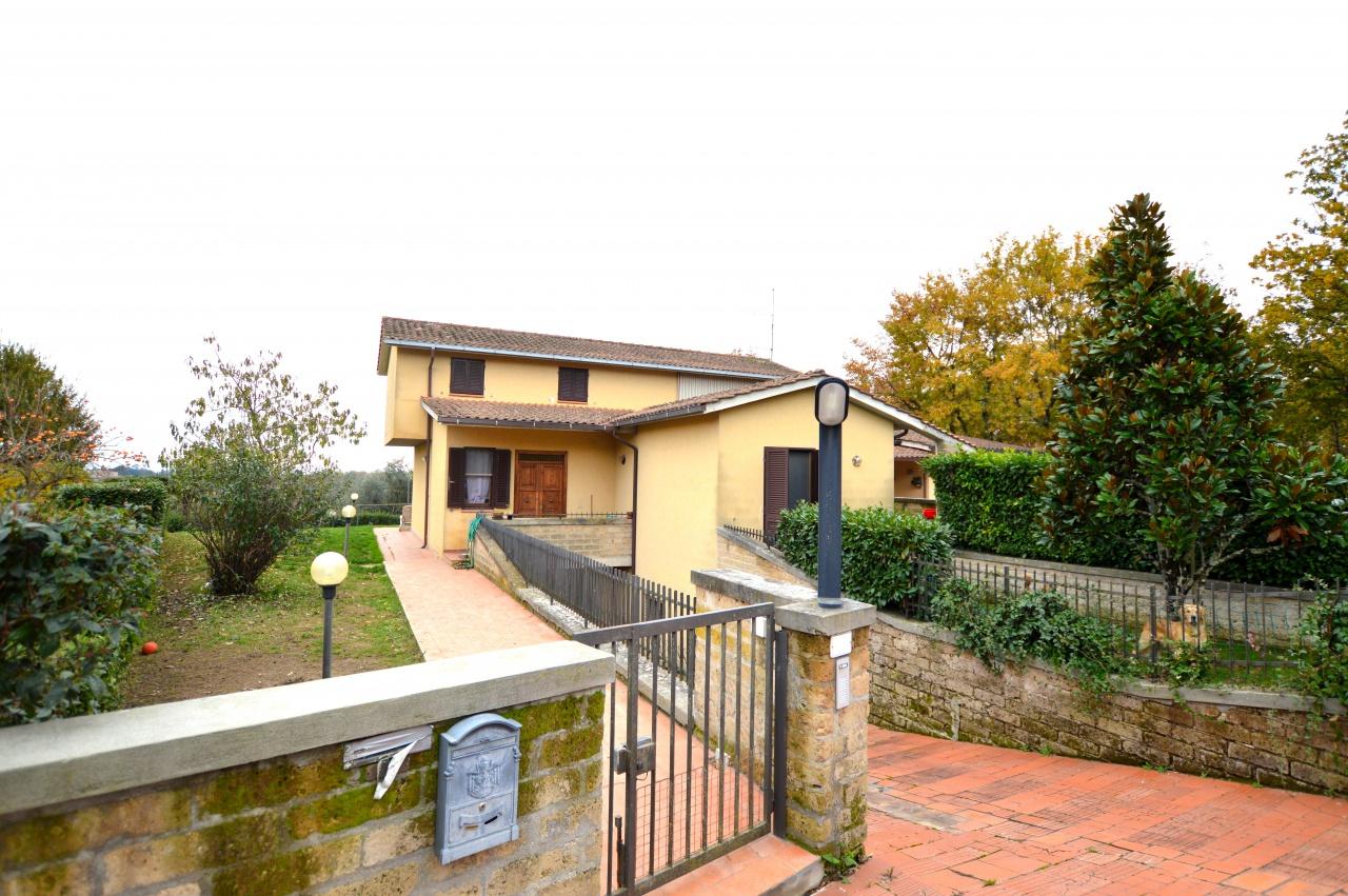Appartamento in buone condizioni in vendita Rif. 9021094