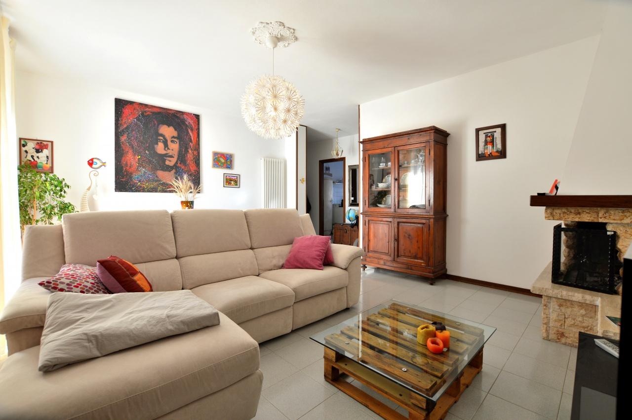 Appartamento in buone condizioni in vendita Rif. 9106127