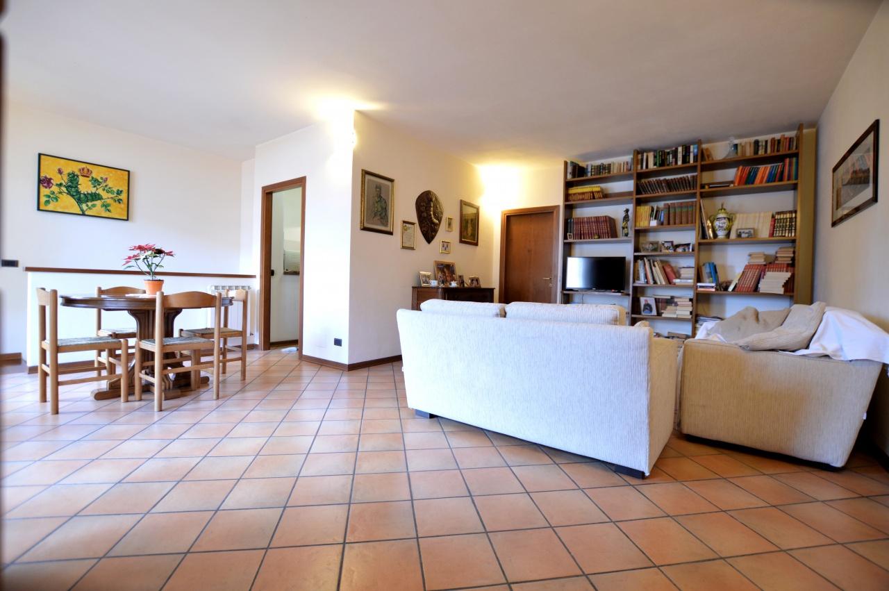 Appartamento in vendita a Siena, 6 locali, prezzo € 219.000 | CambioCasa.it