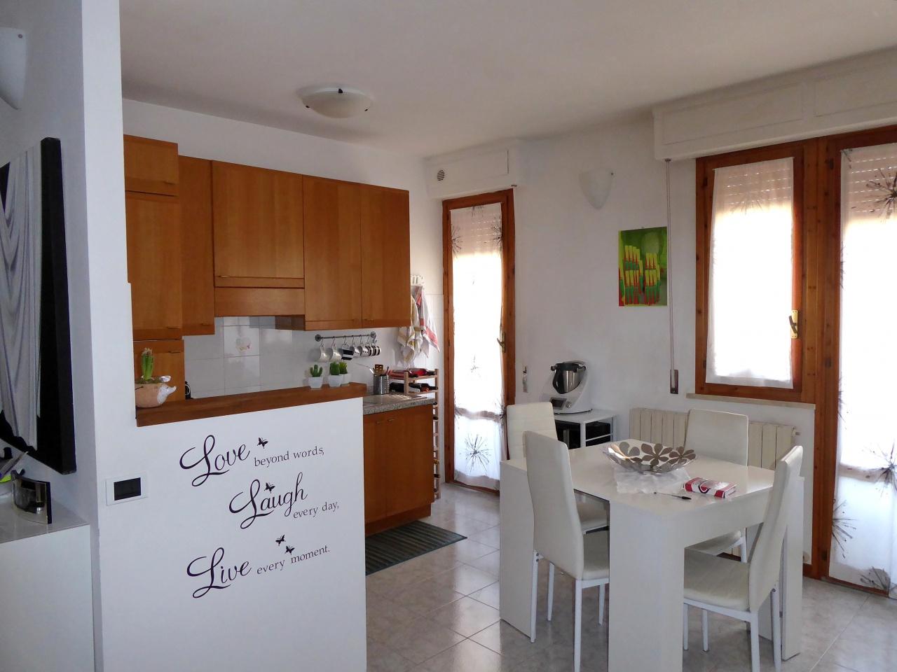 Appartamento in ottime condizioni in vendita Rif. 9459836