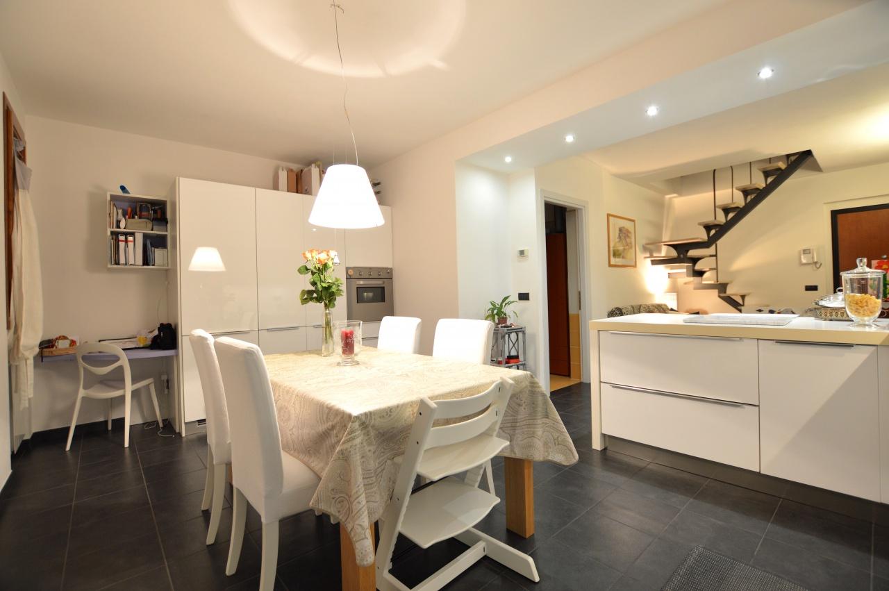 Appartamento in ottime condizioni in vendita Rif. 9476385