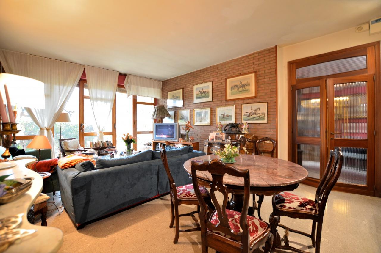 Appartamento in buone condizioni in vendita Rif. 9563828