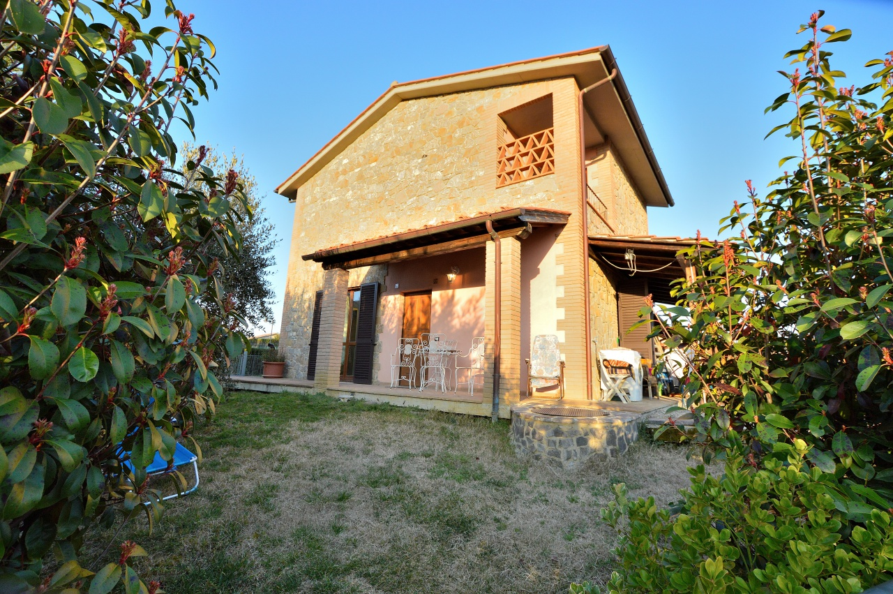 Casa Indipendente in ottime condizioni in vendita Rif. 9700869
