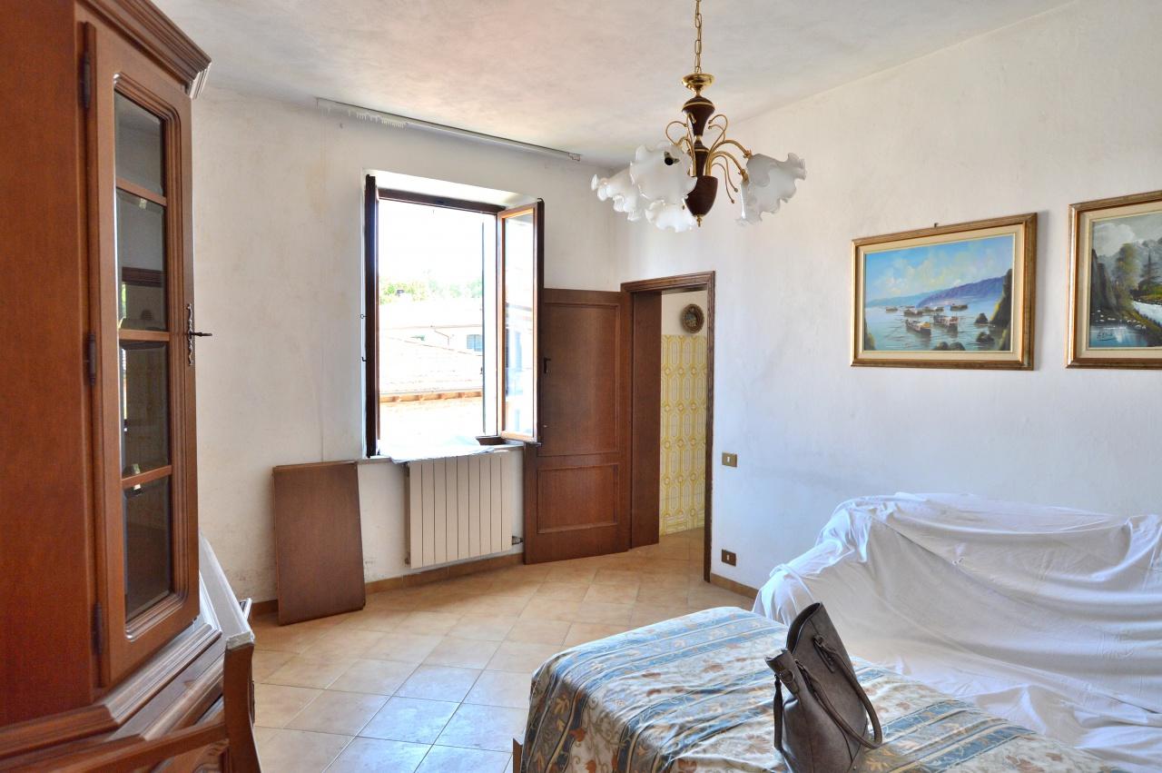 Appartamento in vendita a Asciano, 3 locali, prezzo € 60.000   CambioCasa.it
