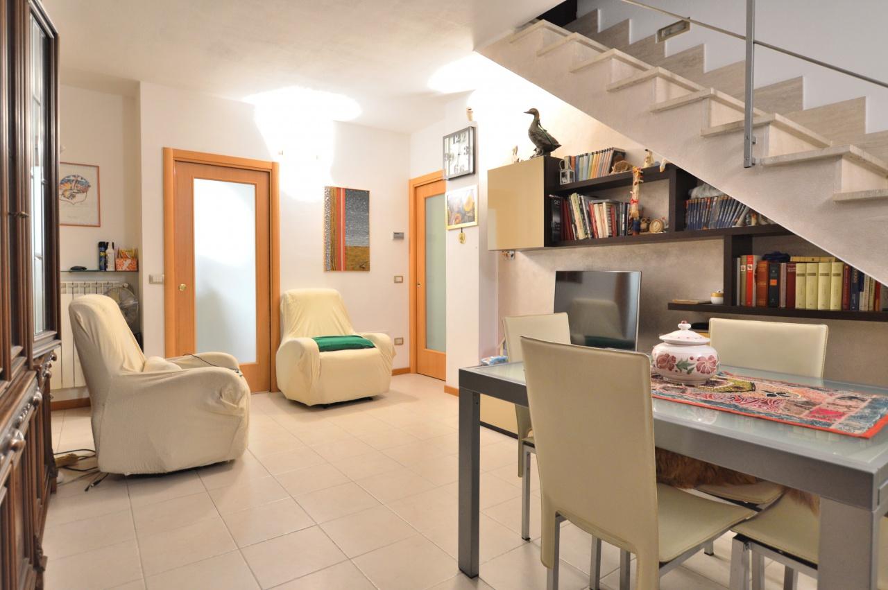 Appartamento in vendita a Castelnuovo Berardenga, 6 locali, prezzo € 230.000 | PortaleAgenzieImmobiliari.it