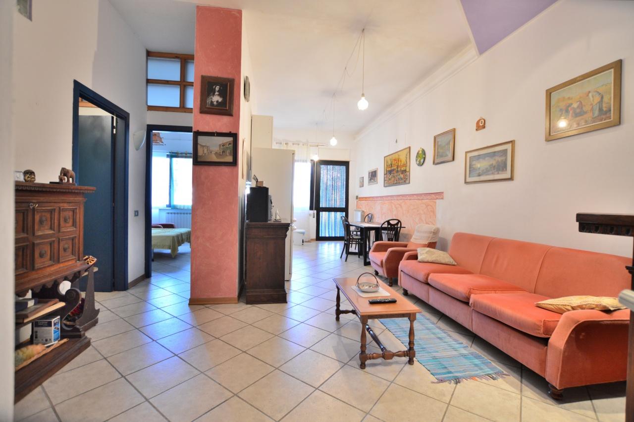 Appartamento in buone condizioni in vendita Rif. 11076251