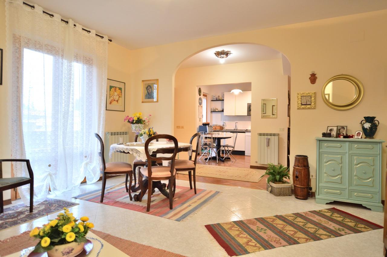 Appartamento in vendita a Castelnuovo Berardenga, 8 locali, prezzo € 260.000 | PortaleAgenzieImmobiliari.it