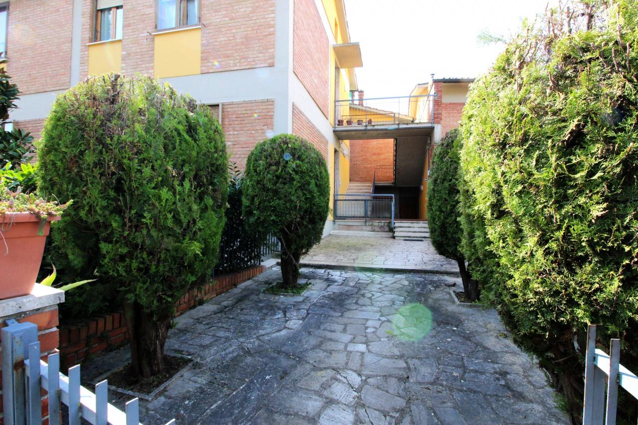 Appartamento in vendita a Siena, 5 locali, prezzo € 310.000 | CambioCasa.it
