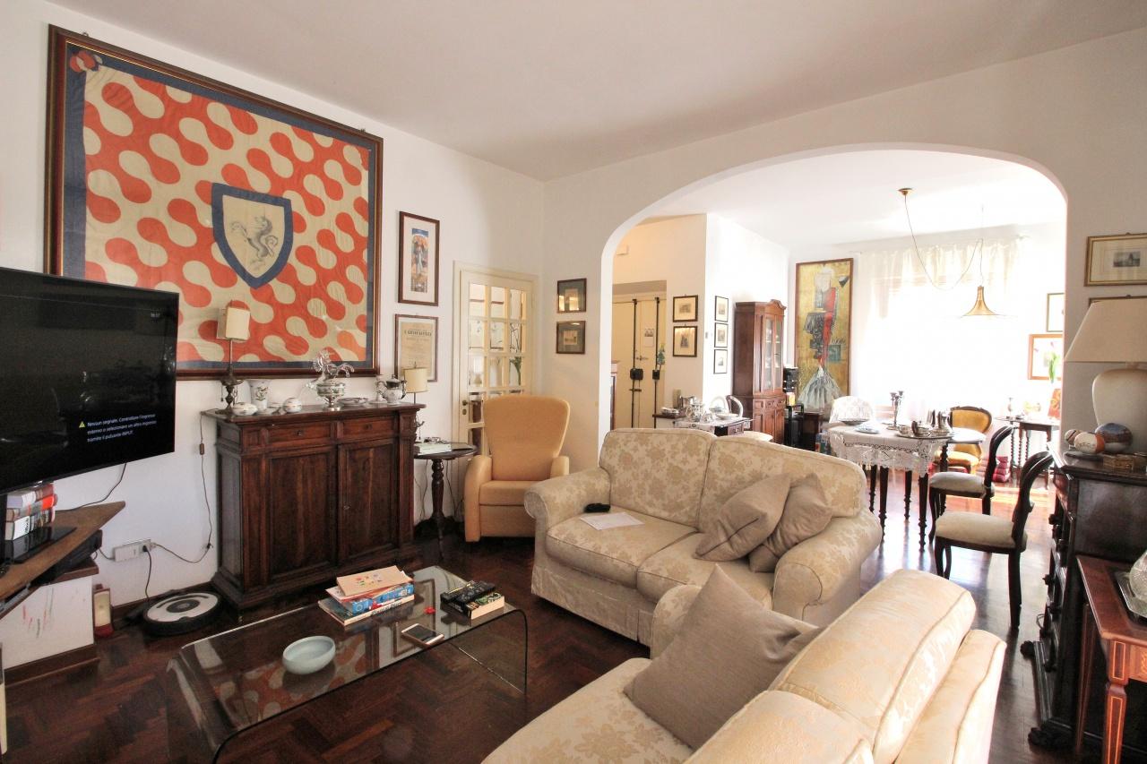 Appartamento in vendita a Siena, 6 locali, prezzo € 360.000 | CambioCasa.it
