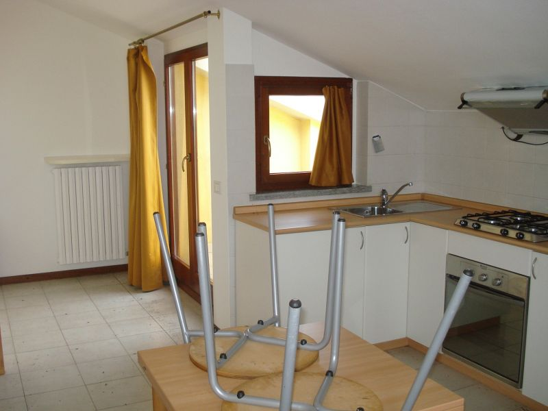 Appartamento in affitto a Agrate Brianza, 1 locali, zona Zona: Omate, prezzo € 350 | Cambiocasa.it