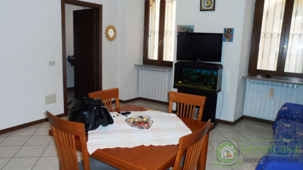 Bilocale Cavenago di Brianza Via Rasini 11