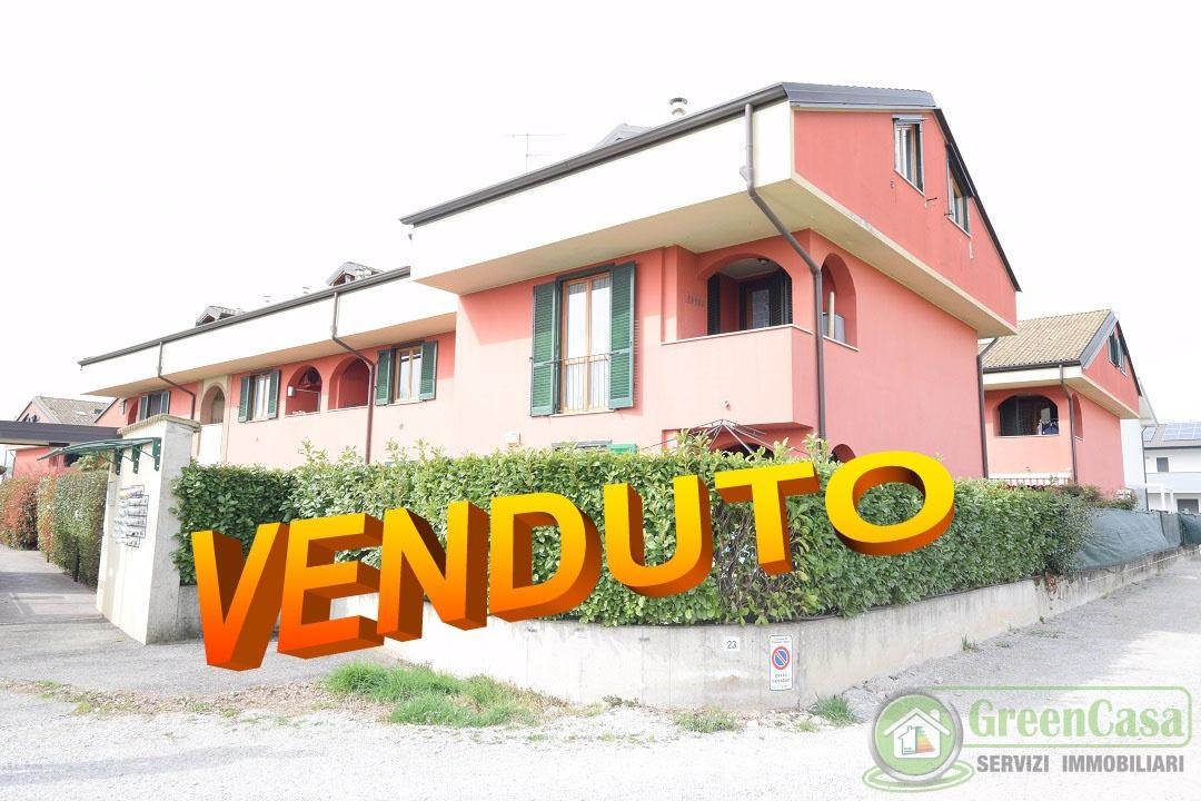Appartamento in buone condizioni in vendita Rif. 11130561