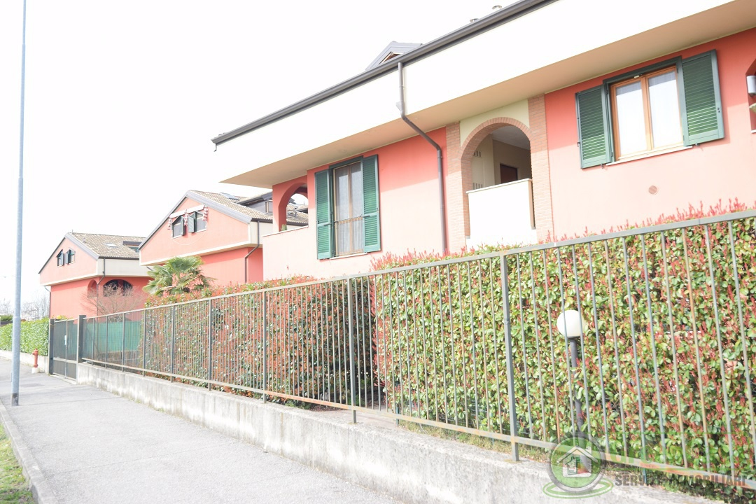 Appartamento in buone condizioni in vendita Rif. 9819734