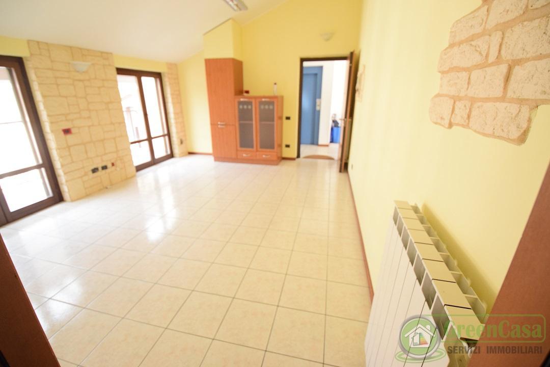 Appartamento in ottime condizioni in affitto Rif. 11947269