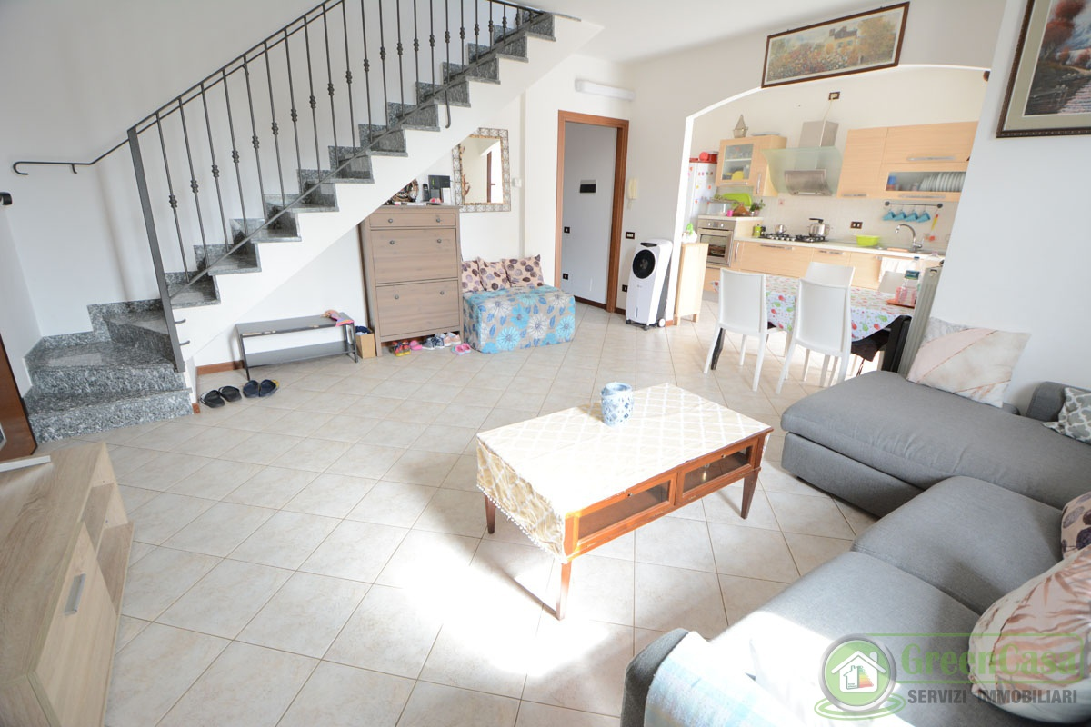Appartamento in vendita a Cavenago di Brianza, 3 locali, prezzo € 145.000 | PortaleAgenzieImmobiliari.it